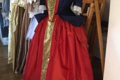 Robe-a-la-mantua-Vers-1690-e1483992880757