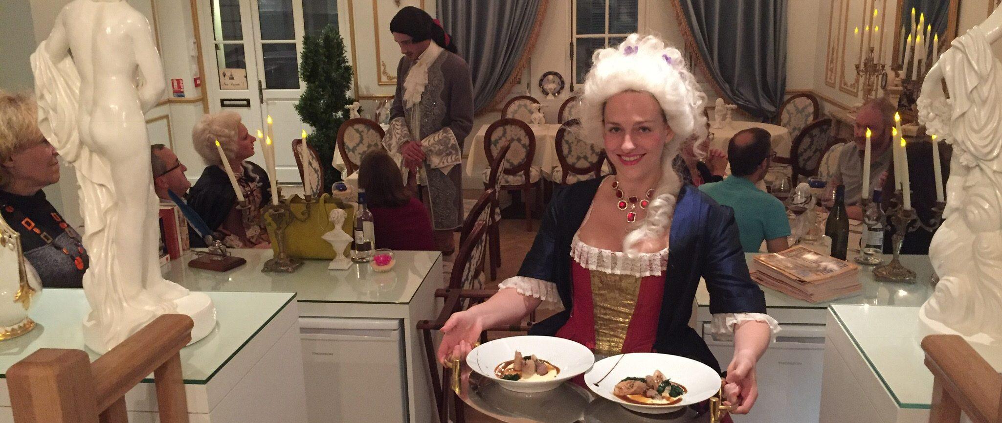 Réservation d'un Dîner Spectacle dans notre Cabaret Baroque - Service au plateau