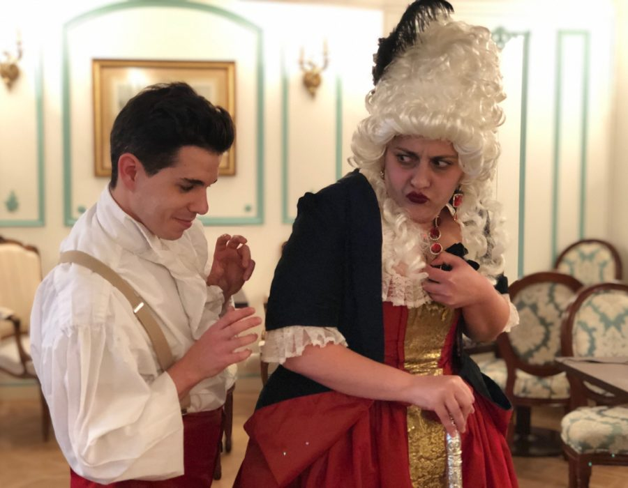 Théâtre de Salon - Mois Molière - Scapin tentant de voler Mme Géronte