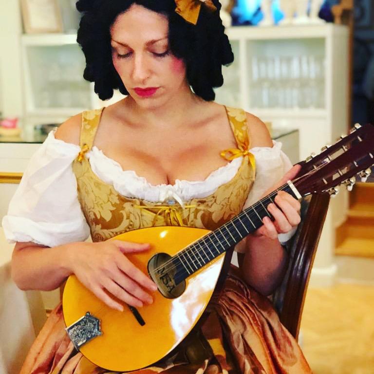 Photographies Théâtre de Salon - Saint Valentin - Dorine à la mandoline